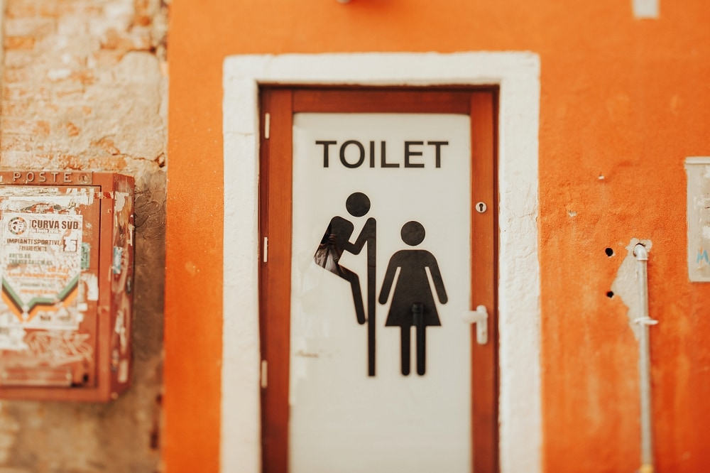 toilet sign in venice