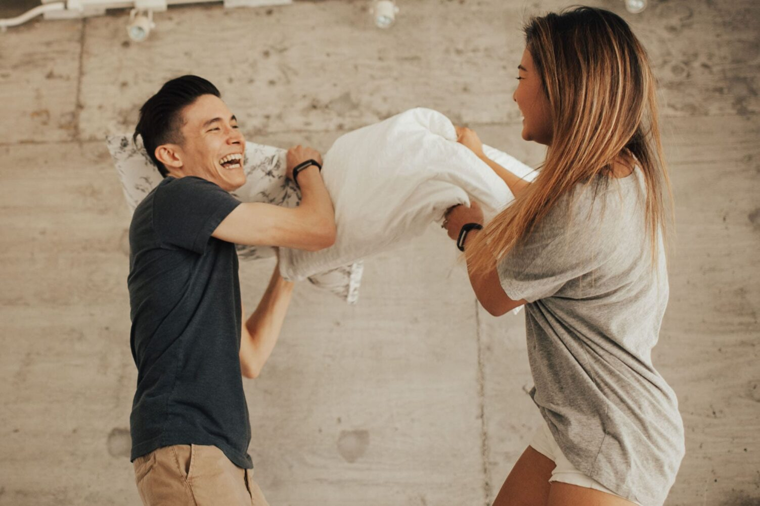 pillow fight couples at home session