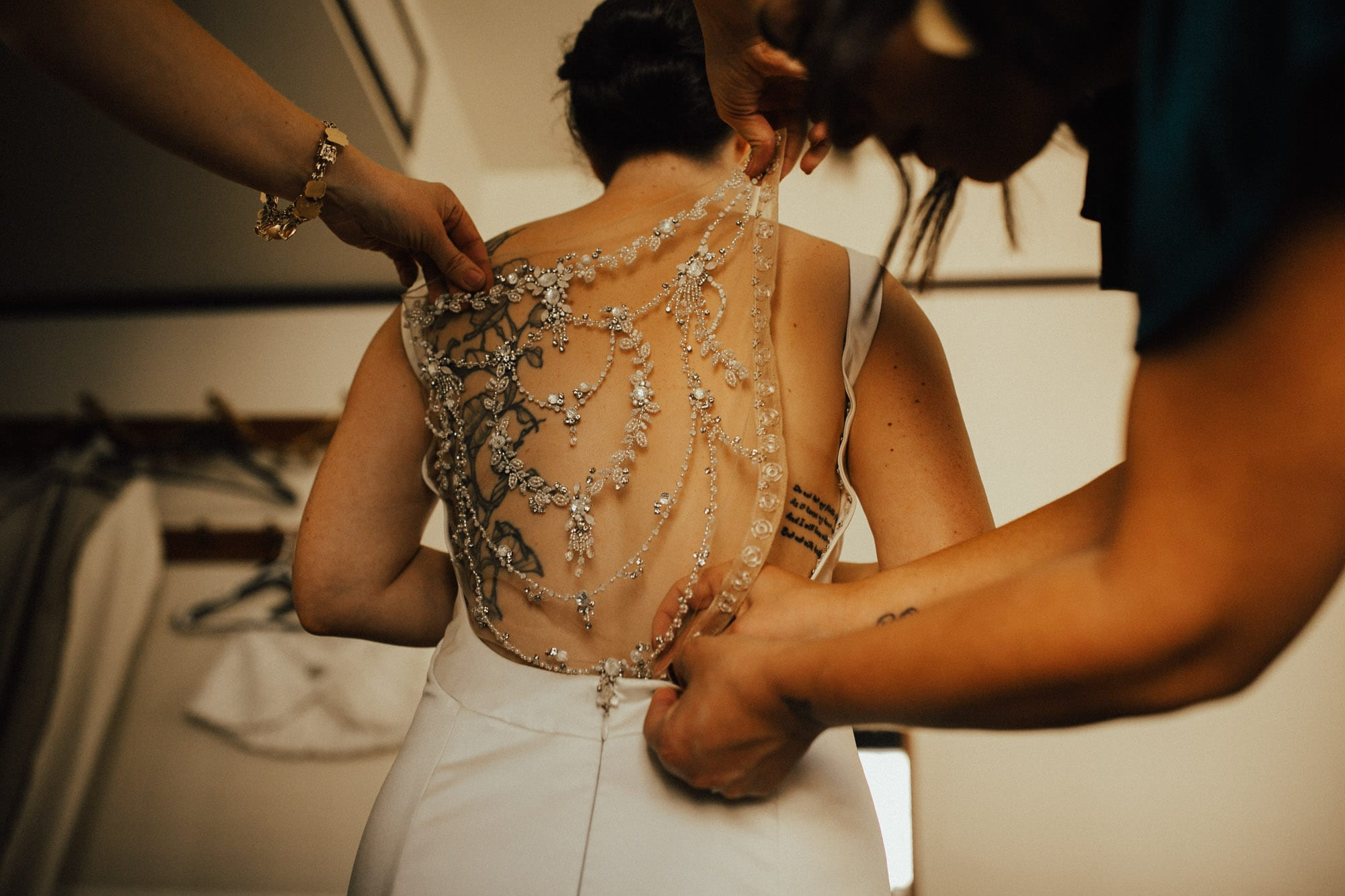 getting dressed at the freehand hotel los angeles wedding