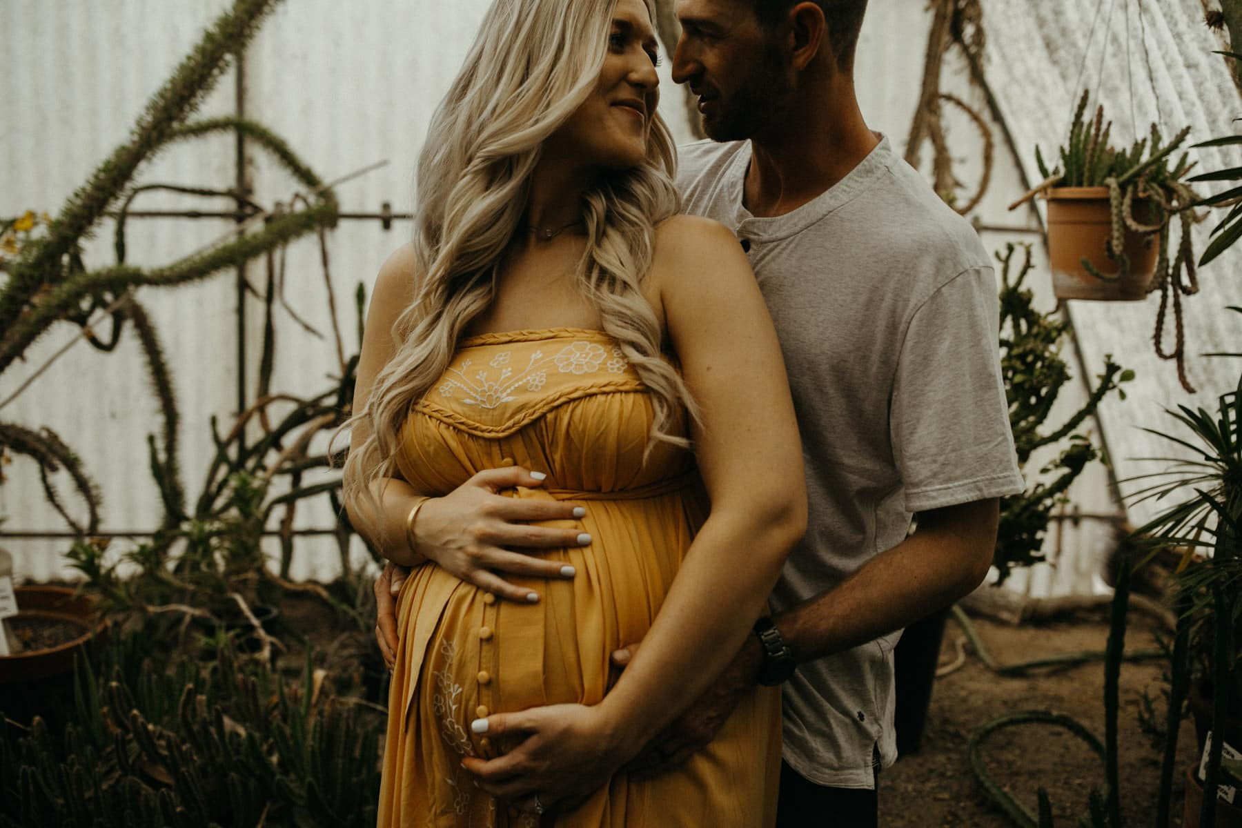 maternity session at moorten botanical garden