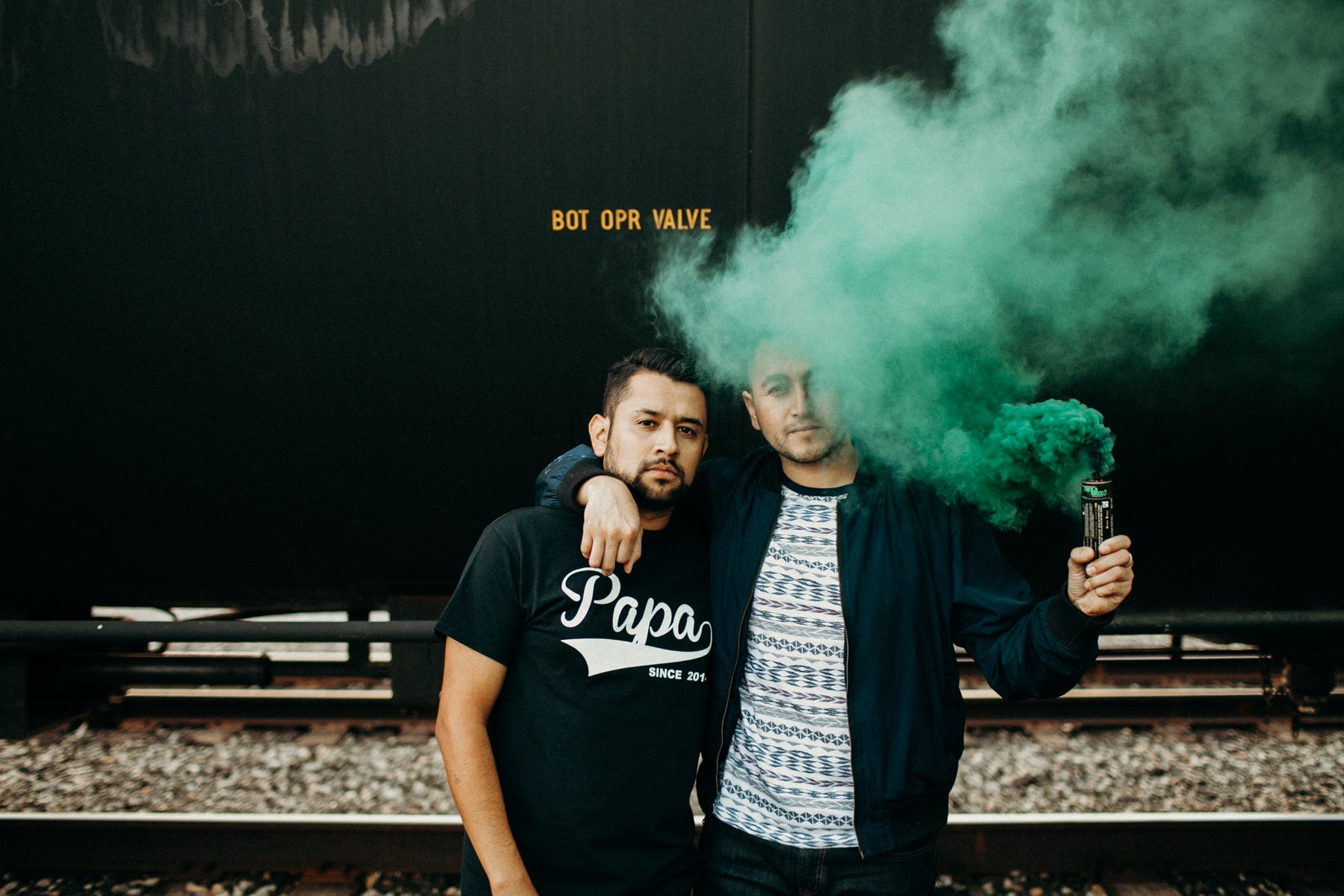 engagement session smoke bombs